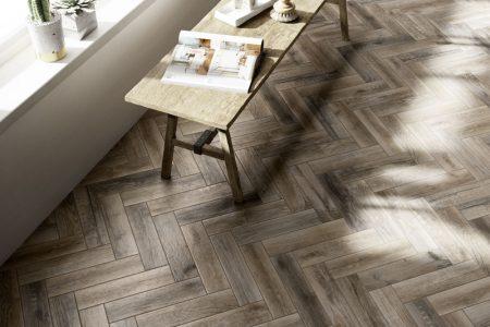 Porcelain wood effect tile